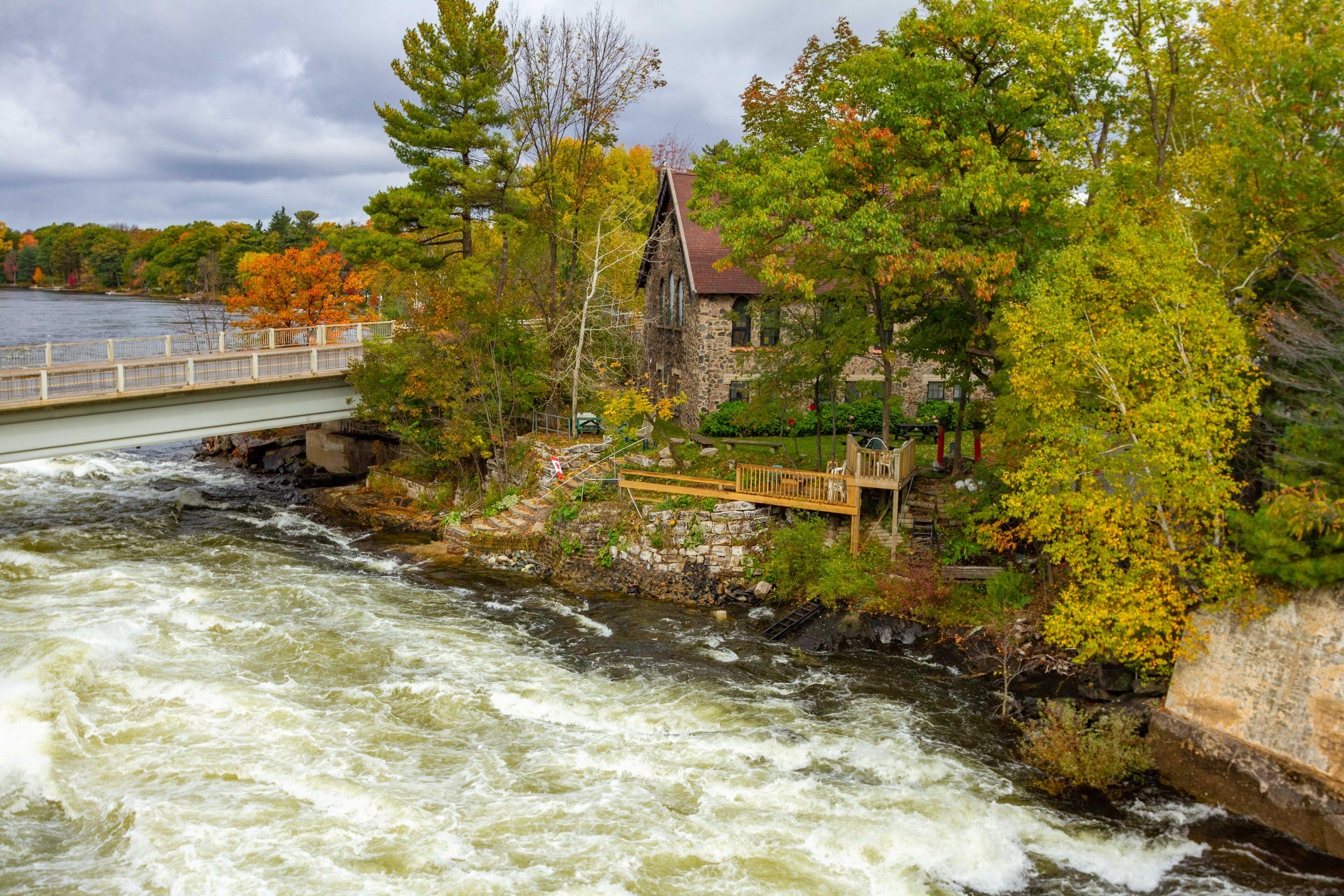 Historic Cottage Adjacent to Rapids